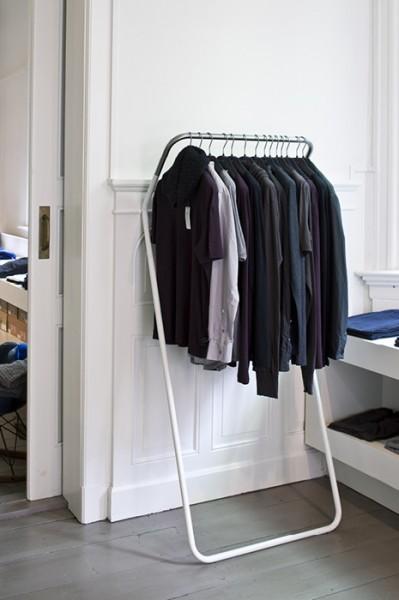 Cascando Design Garderobenständer Lean on
